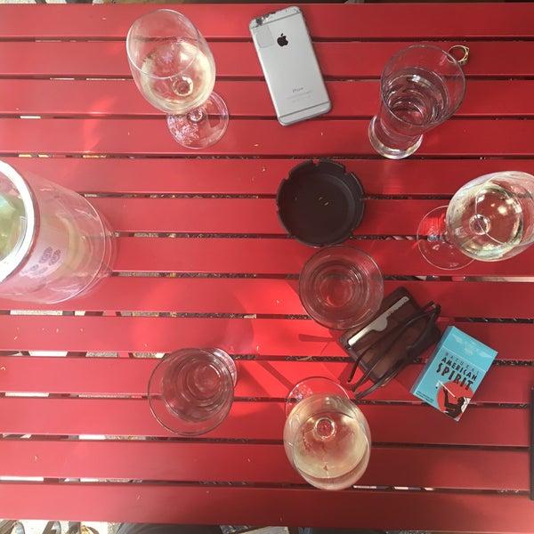 Foto scattata a Pinkerton Wine Bar da aj w. il 6/26/2016