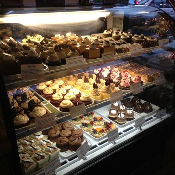 Foto tomada en Heaven Sent Desserts por Andrew G. el 12/31/2012