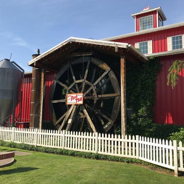 รูปภาพถ่ายที่ Bob's Red Mill Whole Grain Store โดย rhrrs2 เมื่อ 6/6/2017