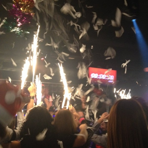 รูปภาพถ่ายที่ Olimpia V.I.P Club โดย ℕ𝕚𝕝𝕒𝕪 เมื่อ 12/31/2013