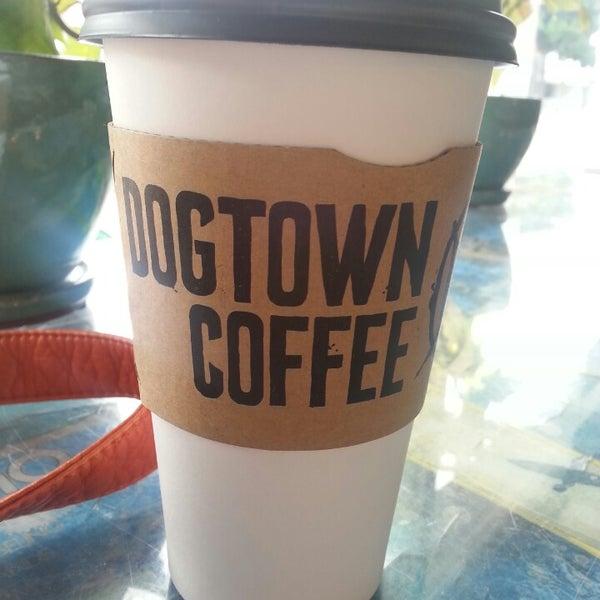 Foto tirada no(a) Dogtown Coffee por Heather S. em 7/15/2014