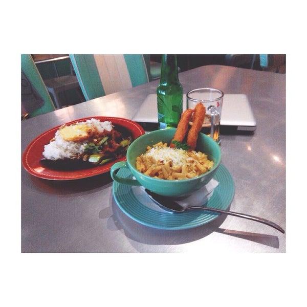 Foto scattata a Locale 24 Diner & Bar da Skholastica S. il 4/28/2015