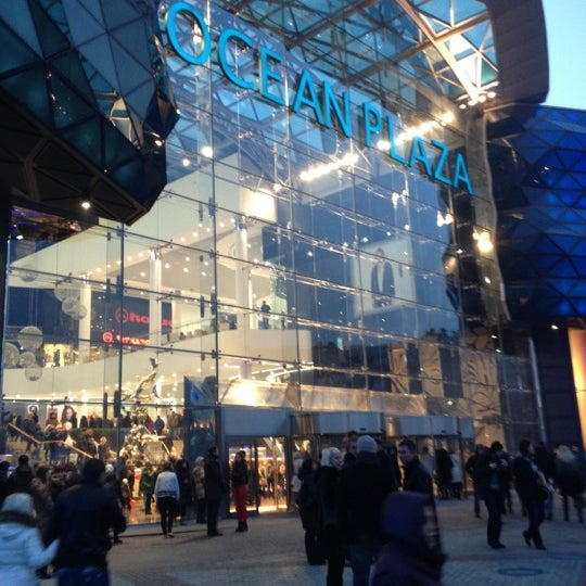 รูปภาพถ่ายที่ Ocean Plaza โดย Alexander P. เมื่อ 11/24/2012
