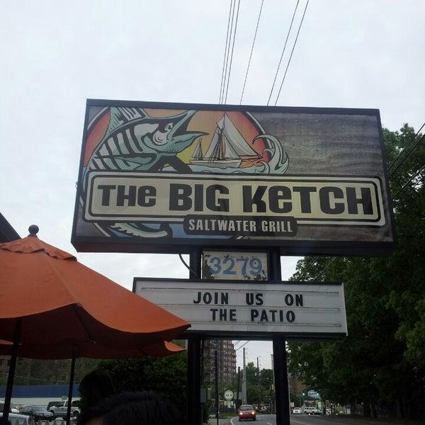 Foto tirada no(a) The Big Ketch Saltwater Grill por Adam C. em 4/27/2013