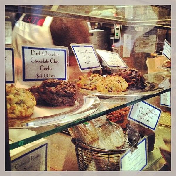 5/27/2013에 Vickie L.님이 Levain Bakery에서 찍은 사진