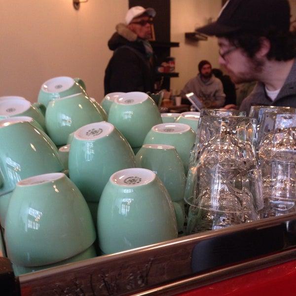 Das Foto wurde bei Double Dutch Espresso von HarlemGal -. am 1/25/2014 aufgenommen