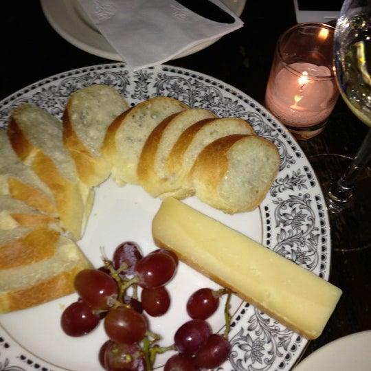 รูปภาพถ่ายที่ Pinkerton Wine Bar โดย The Tiny TieRant เมื่อ 10/21/2012