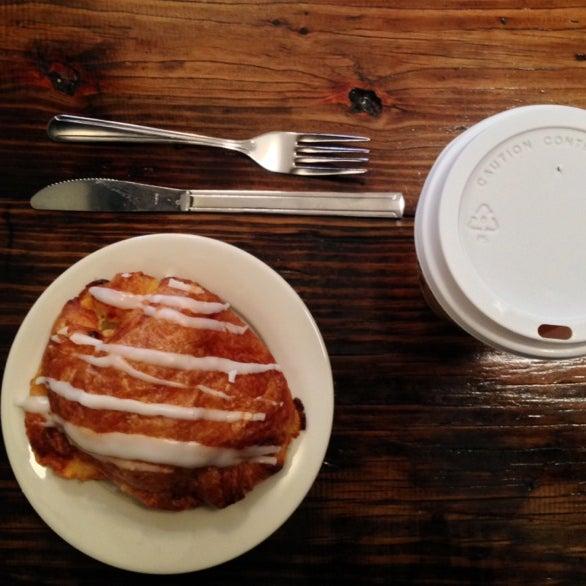 Das Foto wurde bei Double Dutch Espresso von Shawna C. am 2/4/2014 aufgenommen