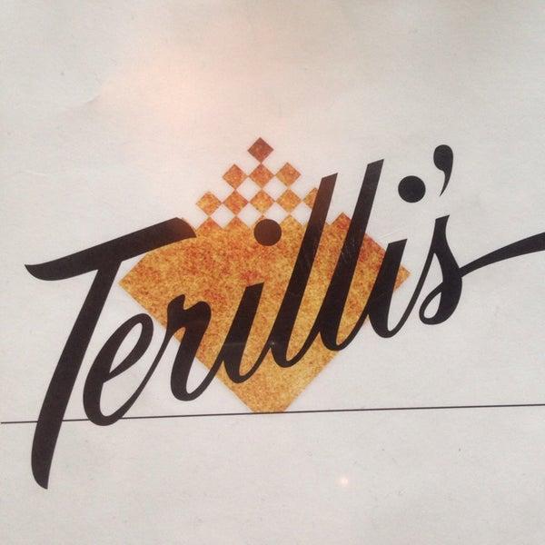 รูปภาพถ่ายที่ Terilli's โดย Halil S. เมื่อ 11/14/2014
