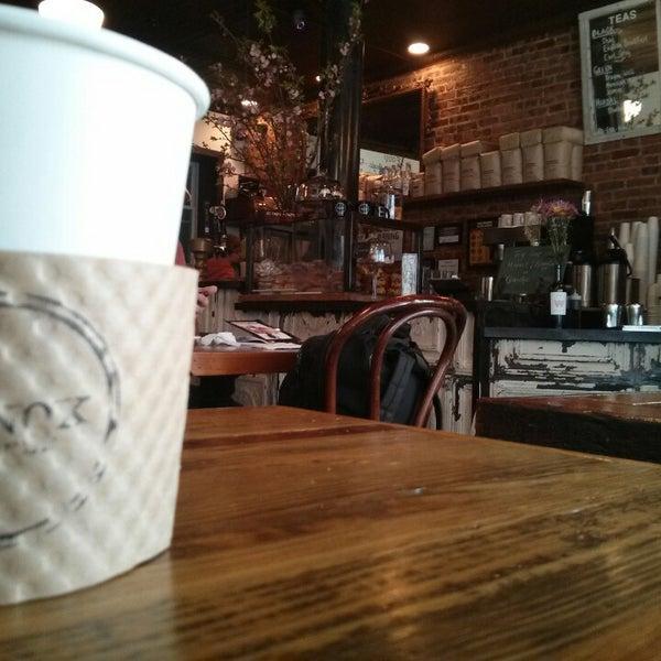 Das Foto wurde bei Lenox Coffee von Adbeus M. am 3/31/2013 aufgenommen