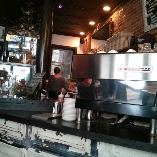 3/3/2013にAdbeus M.がLenox Coffeeで撮った写真