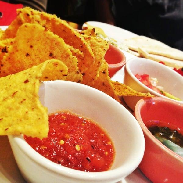 3/30/2013에 Anna Q.님이 Mexican Club에서 찍은 사진