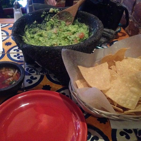 Foto scattata a Burrito Loco da Anna Q. il 12/18/2013