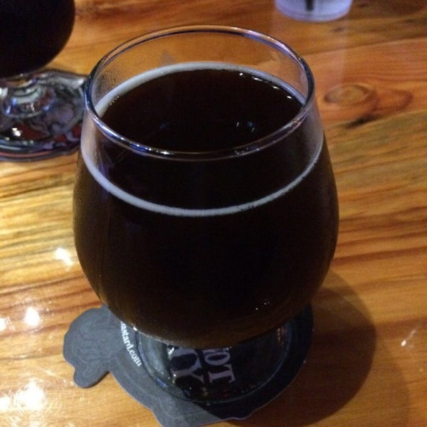 Foto tirada no(a) Charleston Beer Works por Hamilton P. em 12/28/2015