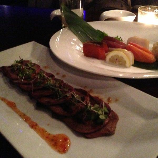 Photo prise au HaChi Restaurant & Lounge par Juri M. le3/14/2013