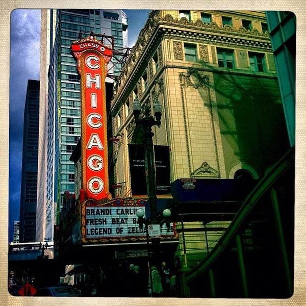 Foto scattata a The Chicago Theatre da Kim M. il 10/14/2012