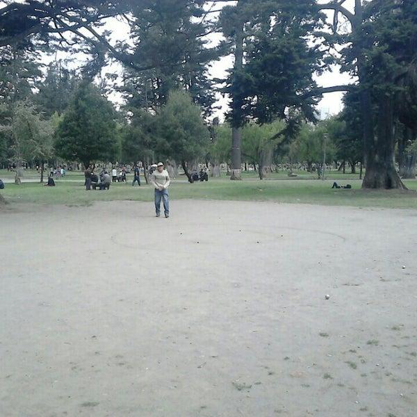 Foto diambil di Parque El Ejido oleh Diego M. pada 3/27/2016