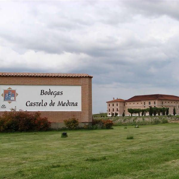 Vista de la bodega desde Villaverde de Medina.