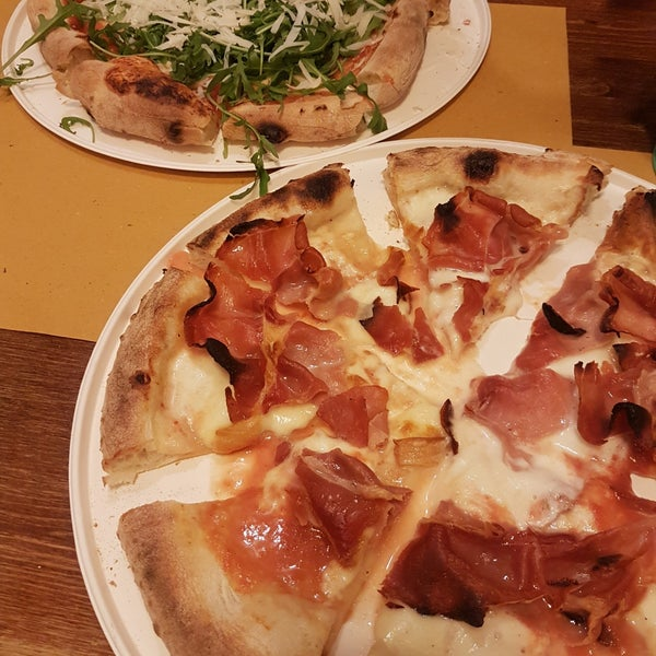Photo taken at I' Pizzacchiere by Radek C. on 12/4/2017