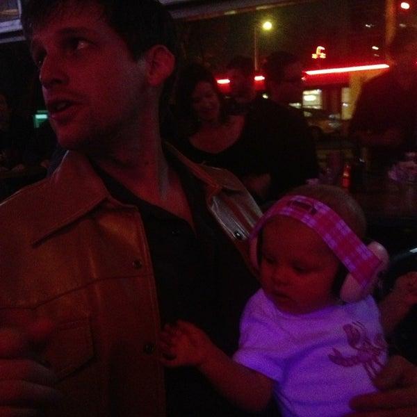 Foto diambil di Lucy's Retired Surfers Bar and Restaurant oleh Jerone Y. pada 2/10/2013