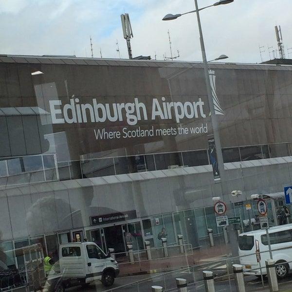 Das Foto wurde bei Edinburgh Airport (EDI) von Dee F. am 8/6/2014 aufgenommen