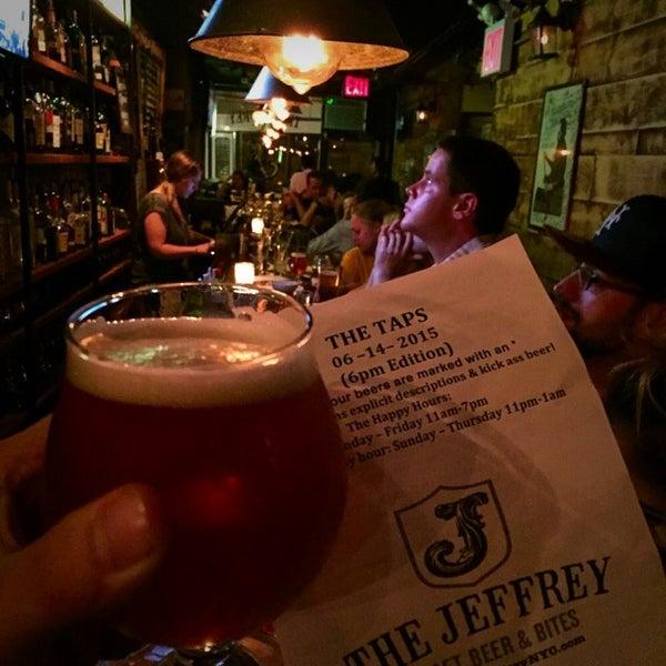 Foto tomada en The Jeffrey Craft Beer & Bites por Patrick D. el 6/15/2015