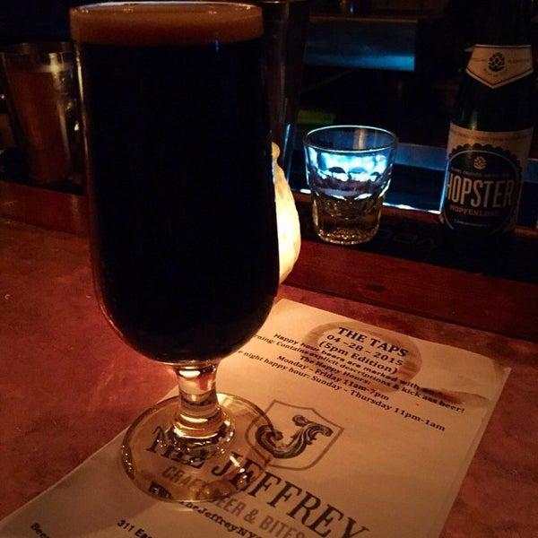 Foto tomada en The Jeffrey Craft Beer & Bites por Patrick D. el 4/29/2015