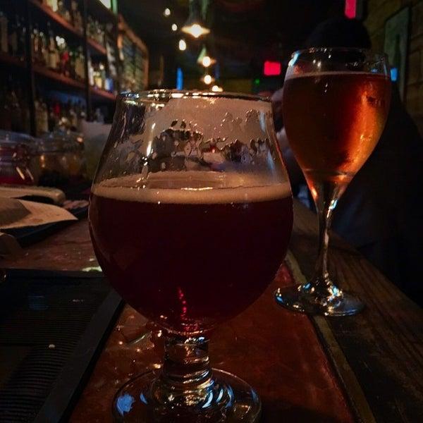 Foto tomada en The Jeffrey Craft Beer & Bites por Patrick D. el 10/21/2015