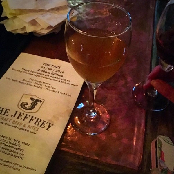 Foto tomada en The Jeffrey Craft Beer & Bites por Patrick D. el 1/9/2016
