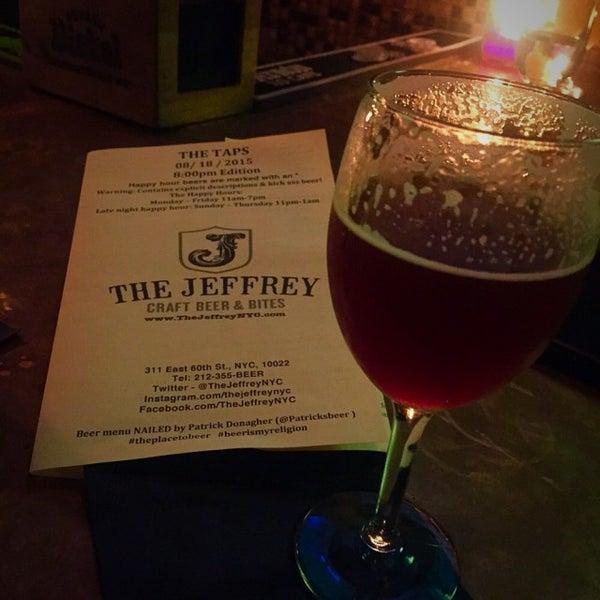 Foto tomada en The Jeffrey Craft Beer & Bites por Patrick D. el 8/19/2015
