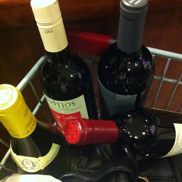 Foto tirada no(a) Astor Wines & Spirits por Deepti S. em 3/9/2013