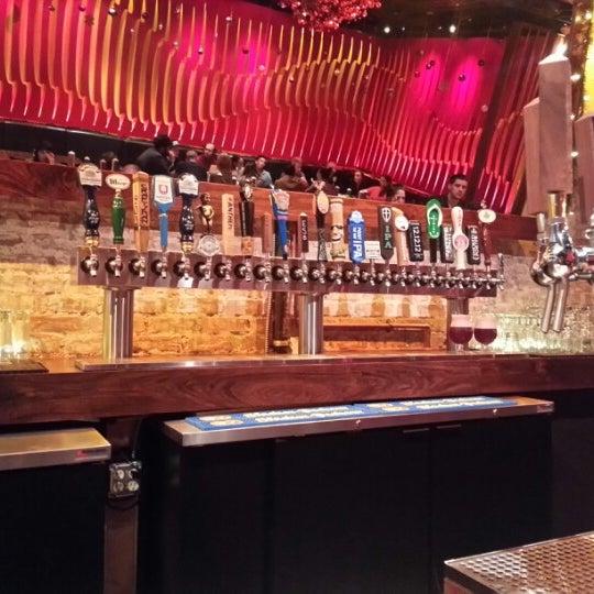 Снимок сделан в Lucky's Tavern пользователем Ken F. 12/18/2012