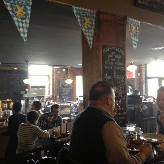 Foto tomada en Indian Road Café por Stephen O. el 10/14/2012