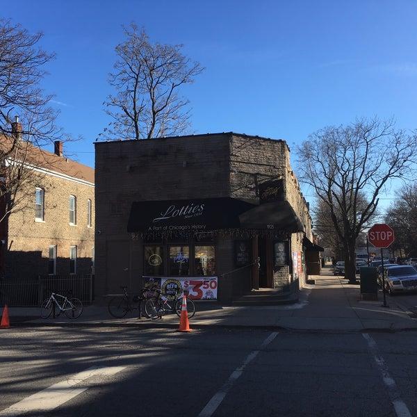 รูปภาพถ่ายที่ Lottie's Pub โดย Zach R. เมื่อ 2/21/2017