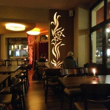 Foto diambil di Cafe Esquina oleh macro pada 3/3/2017