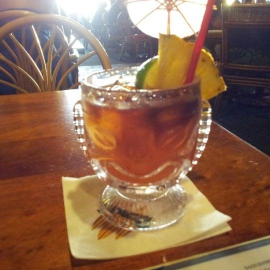 Foto tomada en Duke's Waikiki por Grant F. el 11/16/2012