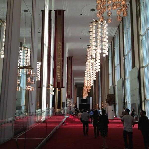 Снимок сделан в The John F. Kennedy Center for the Performing Arts пользователем Bonnie N. 4/8/2013