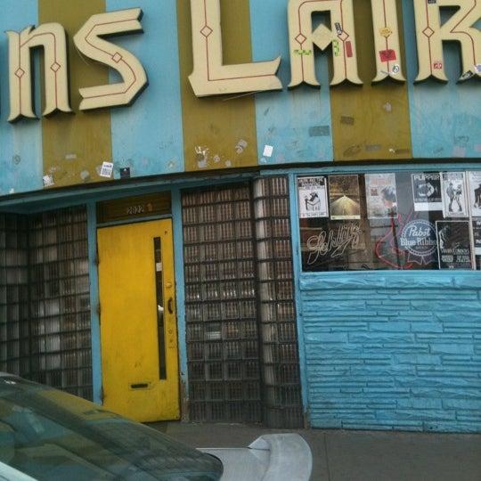 Das Foto wurde bei Lion's Lair von J R G. am 3/15/2012 aufgenommen