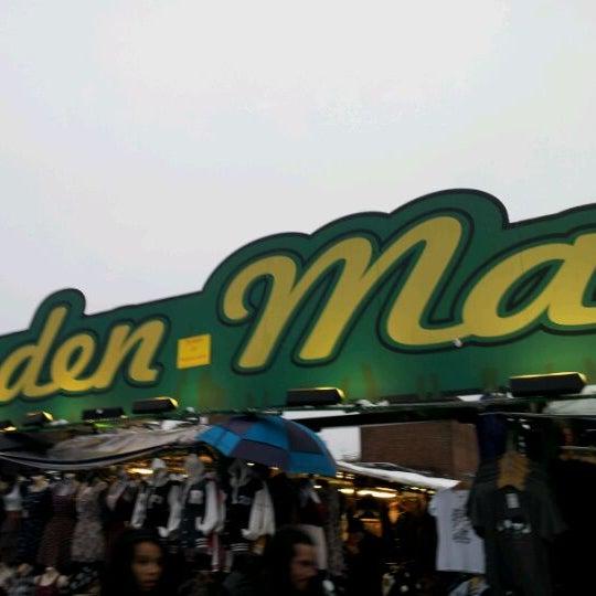 Foto tirada no(a) Camden Stables Market por Bart S. em 2/5/2012