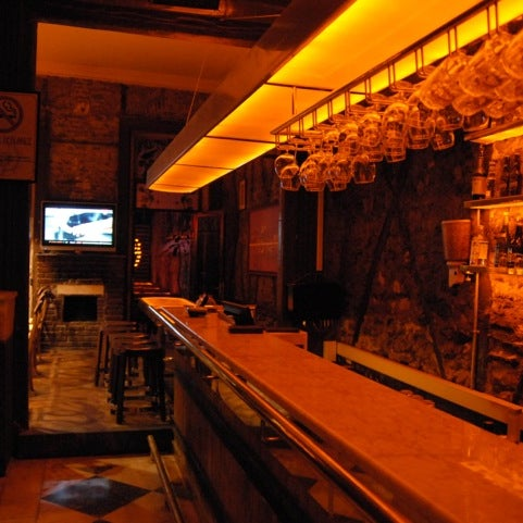 Photo prise au Sardunya's Brasserie Bomonti ve Şarap Evi par Hami T. le4/6/2012