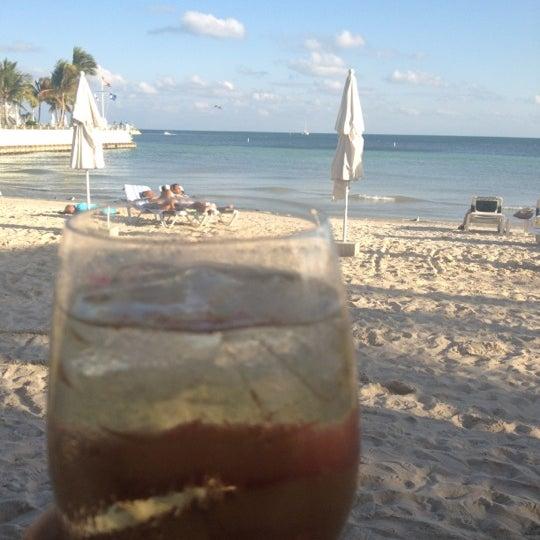 Foto tirada no(a) Southernmost Beach Cafe por Kathleen H. em 2/12/2012