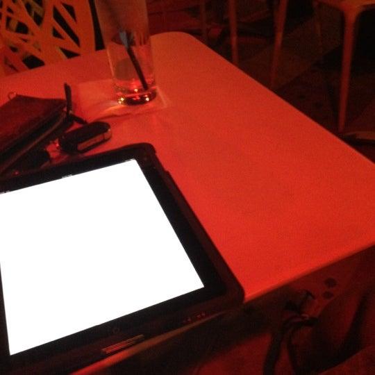 Das Foto wurde bei Vodou Bar von Scheffeé W. am 6/1/2012 aufgenommen