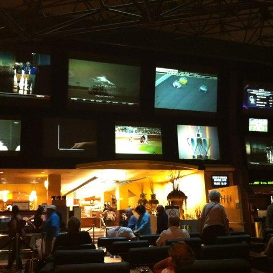 Снимок сделан в LVH - Las Vegas Hotel & Casino пользователем John L. 6/17/2012