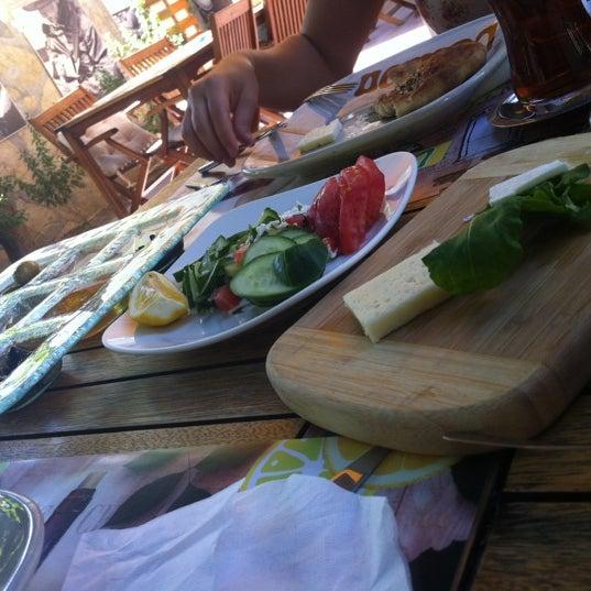 7/4/2012にSanemがLimoon Café & Restaurantで撮った写真