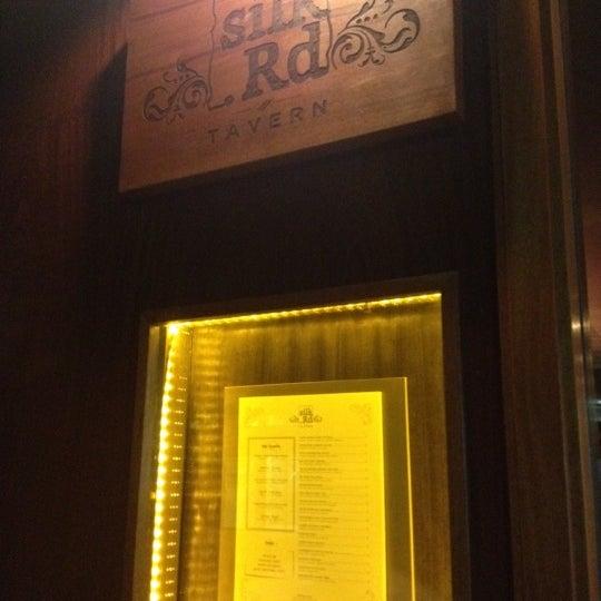 Foto diambil di Silk Rd Tavern oleh Andrea H. pada 6/27/2012