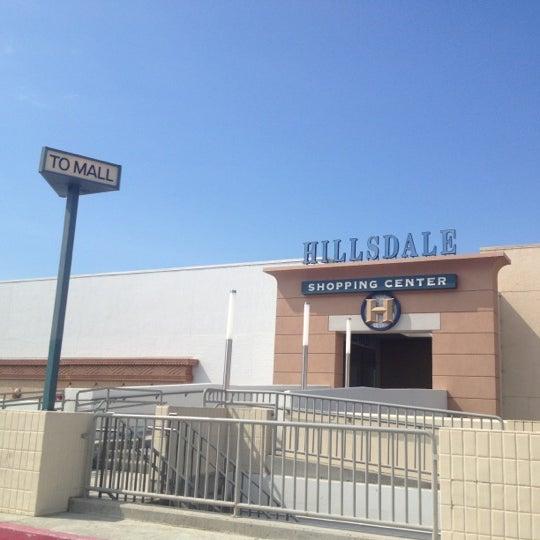 Foto tomada en Hillsdale Shopping Center por Kibbo el 8/14/2012