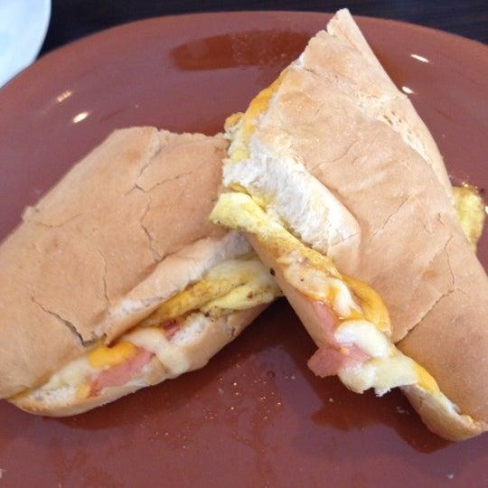 Foto tirada no(a) The Bread Shop por Carolina I. em 8/14/2012