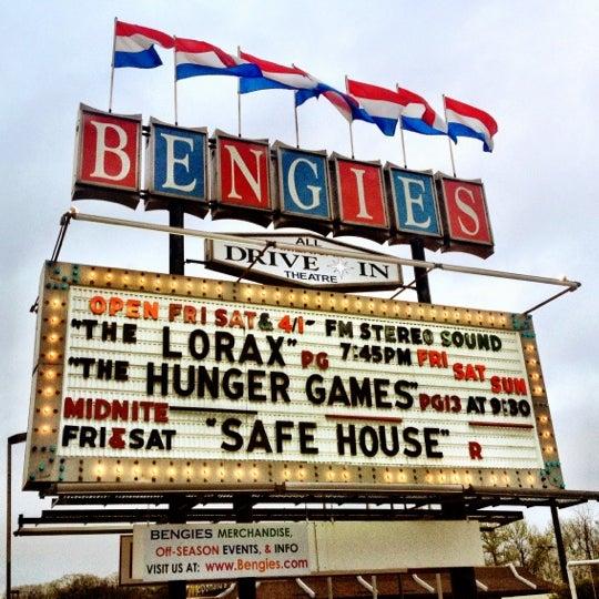Снимок сделан в Bengies Drive-in Theatre пользователем Kira T. 3/31/2012