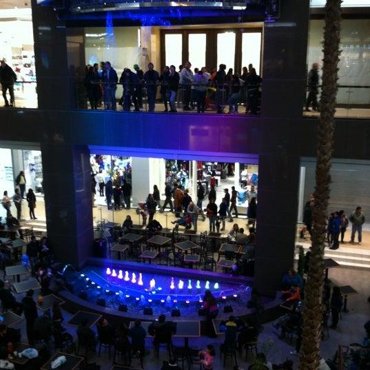 Foto scattata a Costanera Center da Alvaro Z. il 7/2/2012