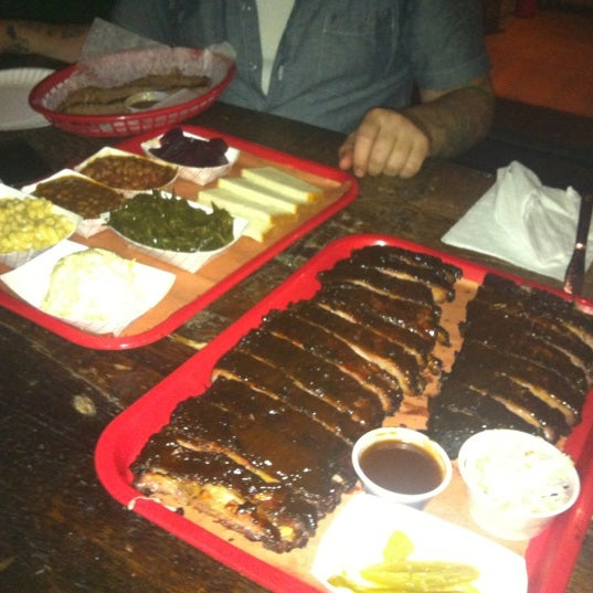 รูปภาพถ่ายที่ Mable's Smokehouse & Banquet Hall โดย Joeski J. เมื่อ 8/12/2012